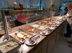 Het buffet was lekker vers en alle dagen iets anders. enorm groot buffet zowel binnen als buiten