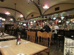 Gluek's Restaurant & Bar