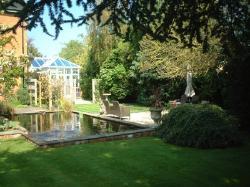 Treherne House - Guest Gardens
