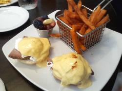 Egg s Benedict with sweet potato fries