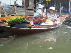 ‪Wat Sai Floating Market‬