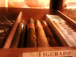 la vetrina dei sigari...per gli amanti !!!!sigaro ,rum etc....
