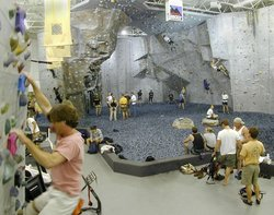 ‪Atlanta Rocks! Indoor Climbing Gym‬