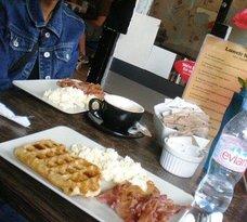 Waffle House London