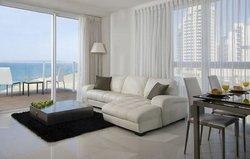 Island Suites Hotel