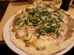 Pizzeria Momo's