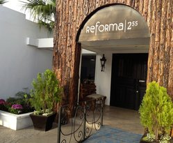 Reforma 255