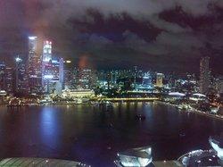 39階シティビューからの眺め。マーライオンは遠すぎてよく見えません