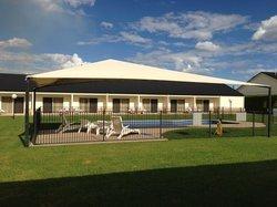 Roma Explorers Inn Motel & Function Centre