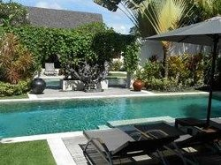 Picture perfect adjourning pools