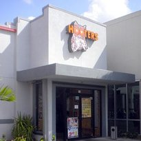 Hooters - Tyrone