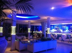 Reef Restaurant and Lounge Bar