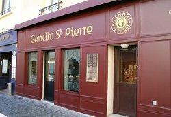 Gandhi Saint Pierre