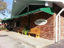 SweetBerries Eatery & Frozen Custard