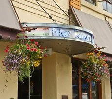 Uptown Sports Bar @New Grand Hotel