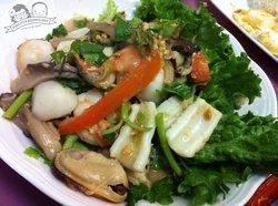 Larn Ta Lay Restaurant