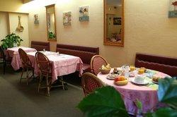Le Petit Relais Hotel