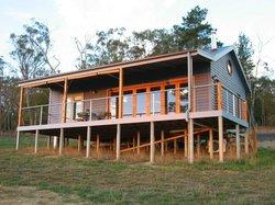 Outlook Hill Vineyard & Cottages