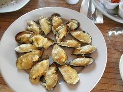Mussels Milano - should really be something you share, very rich, lots of cheese