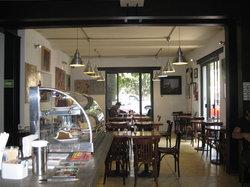 Alverre Cafe & Bistro