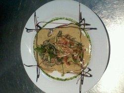 salmón en abrigo! sólo el restorant don salvador del hotel Almería!!! muy bueno...