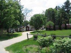 Old Red Inn & Cottages