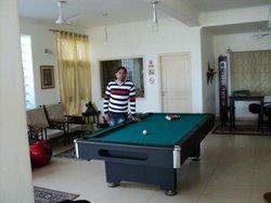 Playing pool game