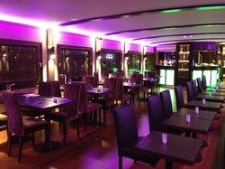 Le D Cale - Bar Restaurant Lounge