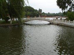 Lingshui Lake
