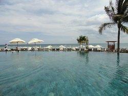 Area piscina con vista al mar