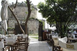 Castle Cafe & Bistro