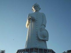 """Estátua de """"Padim Ciço"""""""