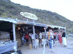 Mongoose Beach Bar