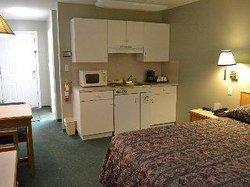 4 Pines Motel