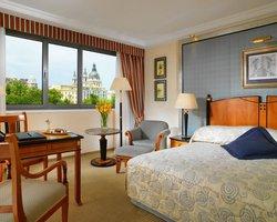 Cailin Hotel