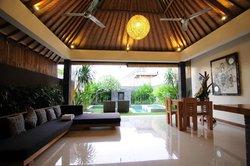 1 bedroom villa living