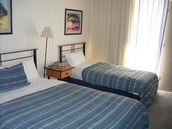 Overlander Hotel Motel