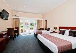 Gladstone Park Hotel Motel