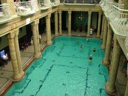 ゲレールト温泉