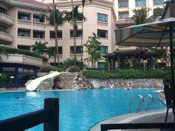 Poolbereich mit Tagesrestaurant