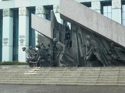 ‪Monument to the Warsaw Uprising Fighters‬