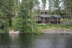 Villa Ozerossa vietät rentouttavan kesäloman Syvärin rannalla, Tahkon keskustassa.