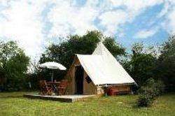 La tente tipi aménagée: hébergement insolite pour 4 au Pays du Futuroscope