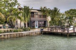 Pasa Tiempo Private Waterfront Resort