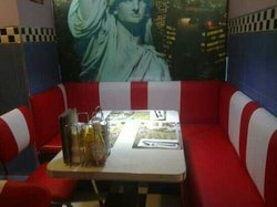Charlie's Burguer American diner