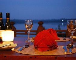 Kalla Bongo Lake Resort Restaurant
