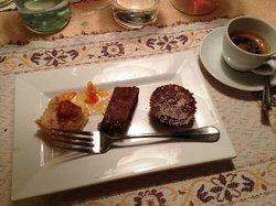 caffè con piccola pasticceria