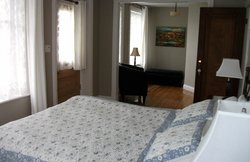 La chambre et le petit salon