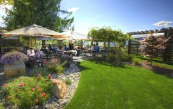 Lake Breeze Winery Patio Restaurant
