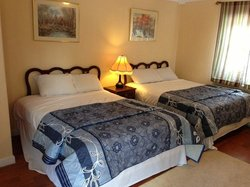 Crest Inn Suites & Cottages
